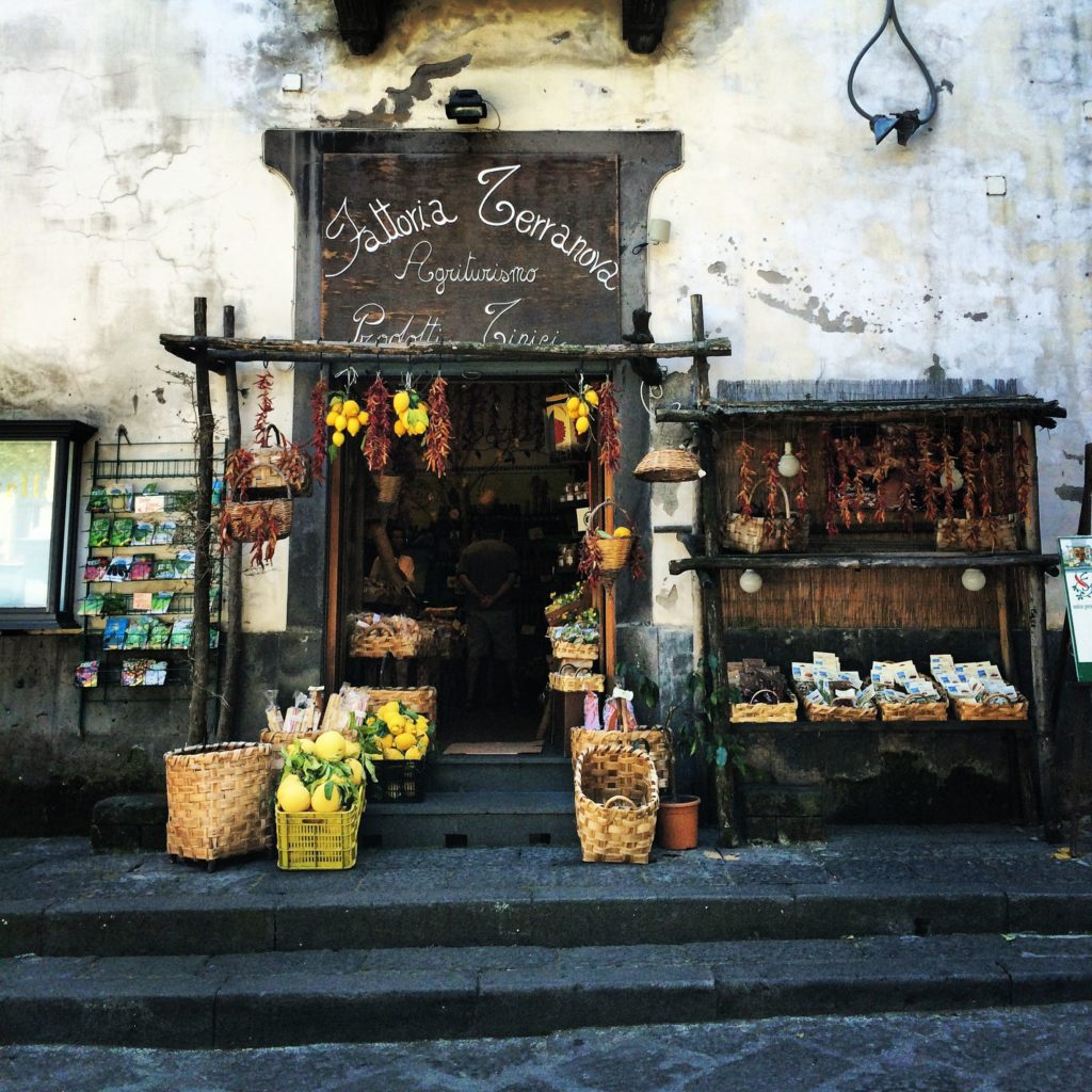 lemon stand italy sorrento